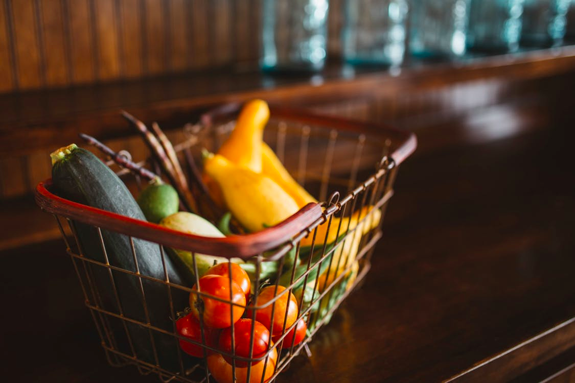 https://www.pexels.com/photo/vegetables-shopping-basket-close-up-26799/